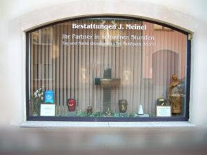 Unsere Filiale in Schöneck im Vogtlad - das Schaufenster.
